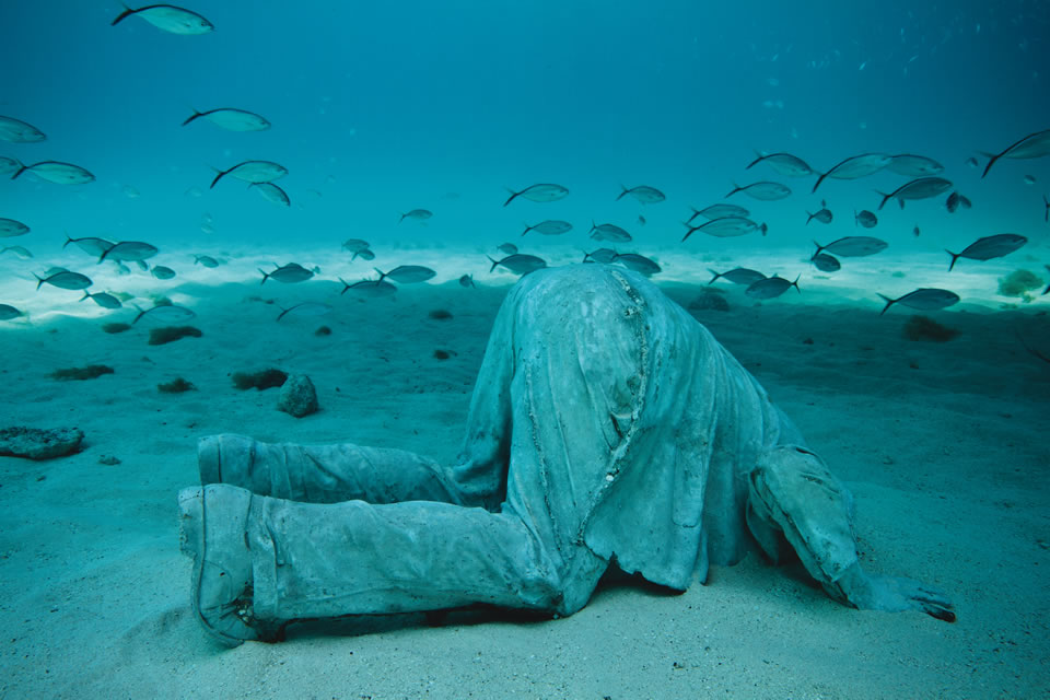 Banker in Cancun, Mexico (Courtesy of Jason Decaires Taylor/Underwatersculpture.com
