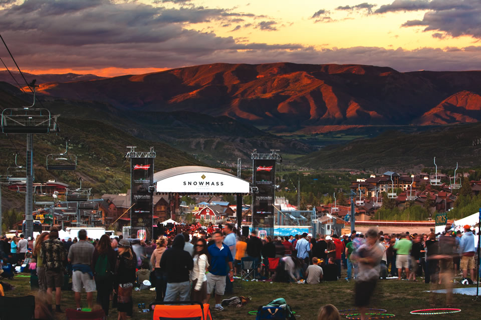 Crowds fill the lawn for free summer concerts on Thursday nights at Fanny Hill. (Courtesy of Snowmass Tourism/Jeremy Swanson)