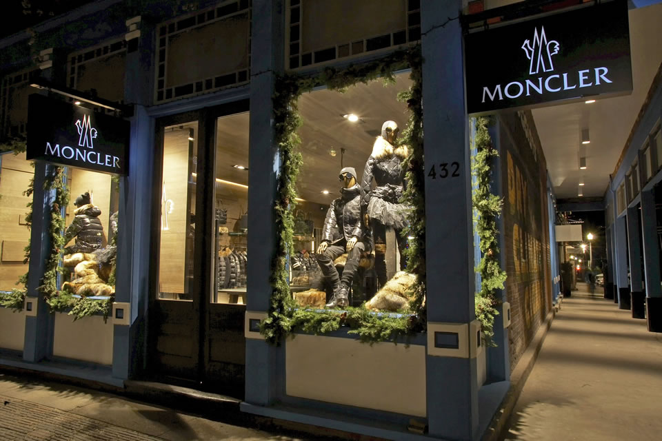 MONCLER ASPEN BOUTIQUE light