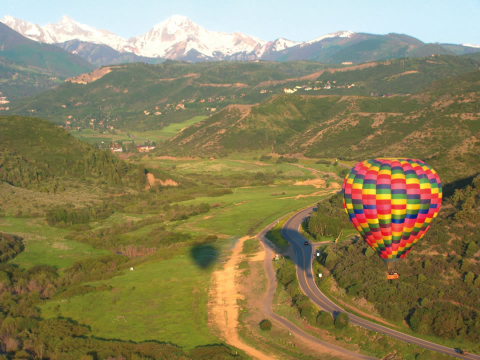 Above It All Balloon Co. provides hot air balloon flights for two to 16 people.