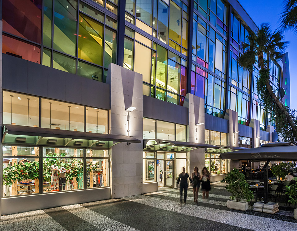 Lincoln Road Mall features more than 100 trendy and high-end stores along its mile-long, pedestrian-only shopping promenade.